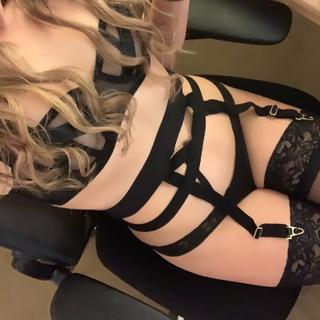 I'm such a flirt. I love filthy sexy chat but I also love good conversation. Whatever makes you happy, makes me happy.